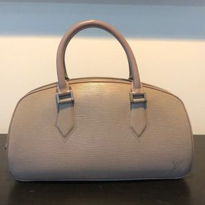 Louis Vuitton jasmin lilac leather hobo bag.